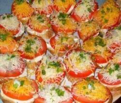 Горячие бутерброды с помидором сыром и чесноком