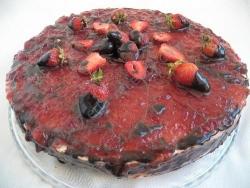 Бисквитный торт Кудряшка со сливками клубникой и шоколадом