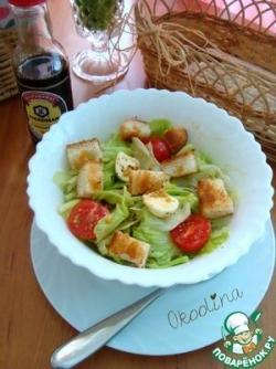 Салат с моцареллой и сухариками