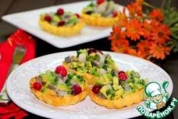 Картофельные корзиночки с сельдью и авокадо