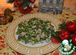 Салат из стручковой фасоли с курицей и огурцами
