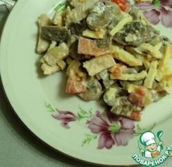 Салат из запечённой курицы, шампиньонов и помидоров