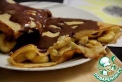 Блины с бананами и шоколадным соусом