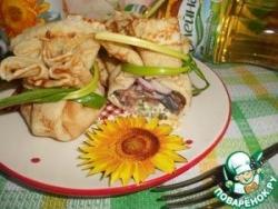 Блинные мешочки с зеленым маслом и селёдкой