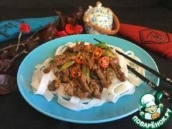 Говядина стир-фрай с рисовой лапшой