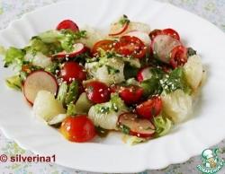 Салат с редисом, помело и черри