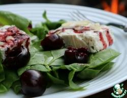 Салат со шпинатом, сыром и черешней