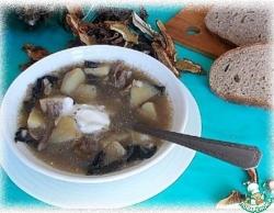 Грибной суп со свиными ребрышками