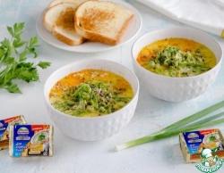 Сырный суп с зеленым горошком и травами