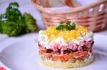 Салат Охотничий соленые огурцы грибы и колбаса