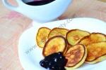 Рецепт Творожные оладьи с черничным соусом с фото
