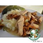 Филе индейки с лисичками в соево-горчичном соусе