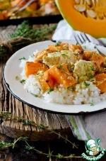 Индейка, запеченная с тыквой в сметанном соусе