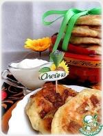 Оладьи с беконом и хреново-сметанным соусом