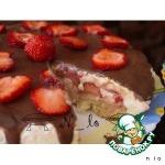 Бисквитный торт с клубникой и шоколадом