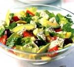 Греческий салат с брынзой и авокадо