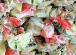 Салат огурцы, помидоры с майонезом