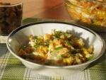 Салат с кириешками и курицей