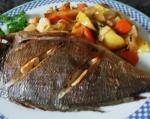 Дорада в духовке запеченная с картофелем и овощами