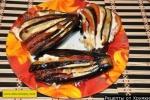 Запеченные веером баклажаны с помидорами и сыром