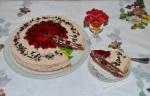 Шоколадный торт с вишней и сметанным кремом