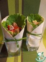 Салат с перцем и авокадо в лаваше