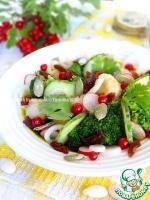 Овощной салат с изюмом и ягодами