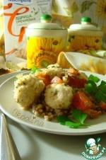 Куриные шарики с овощами и гречкой