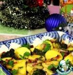 Картофель, запеченный в пикантном соусе с овощами