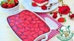 Клубничный десерт с соломкой