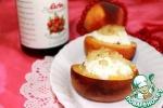 Персики, запеченные с клюквенным соусом, козьим сыром и с ароматным штрейзелем